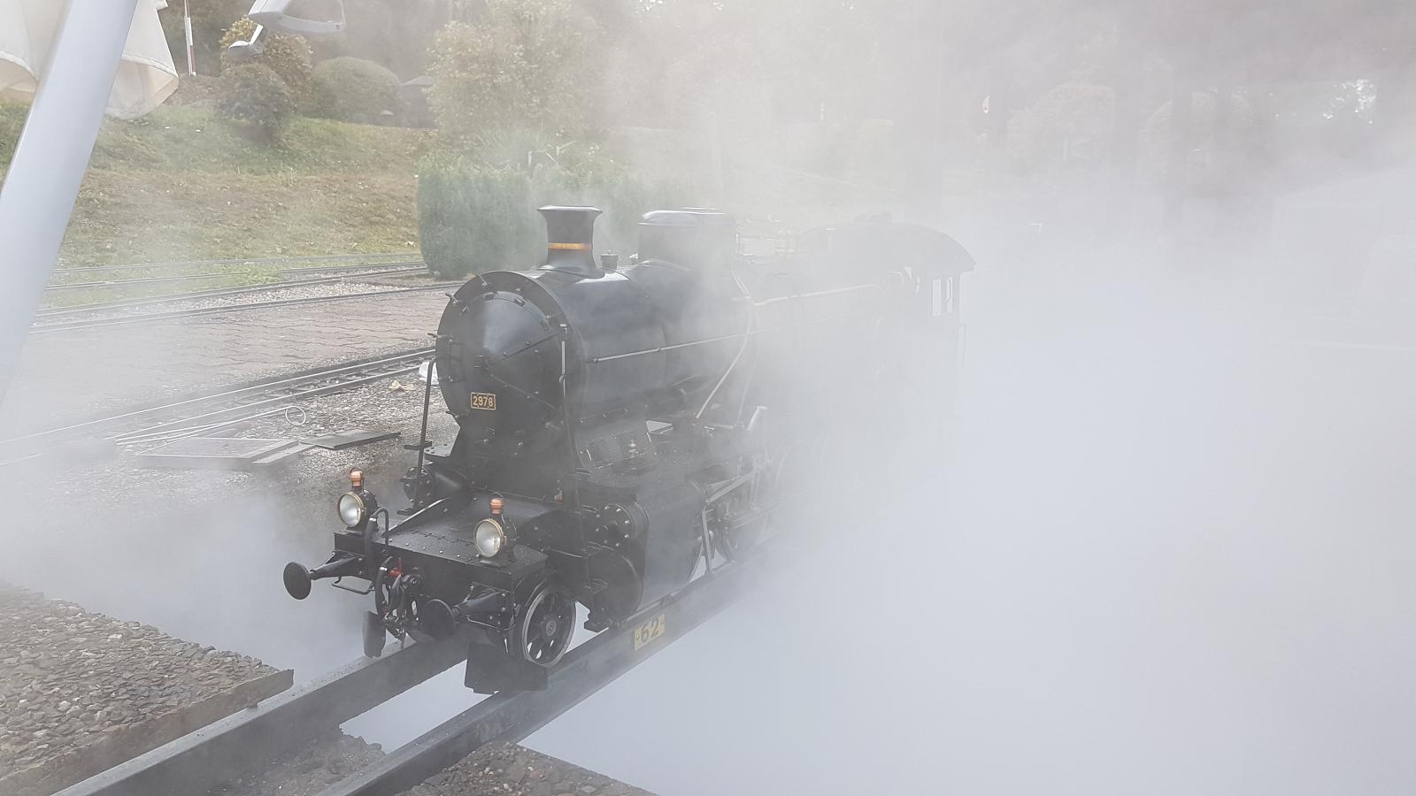 Zum Abschluss der Fahrsaison wird auch bei der C 5/6 2978 der Dampf abgelassen