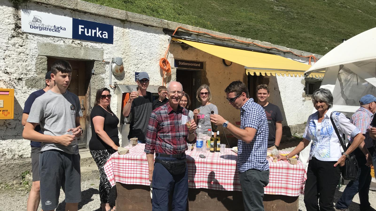 Apéro bei der Station Furka