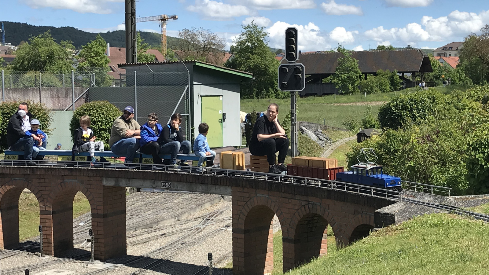 Die E22 auf dem Viadukt mit Gästen