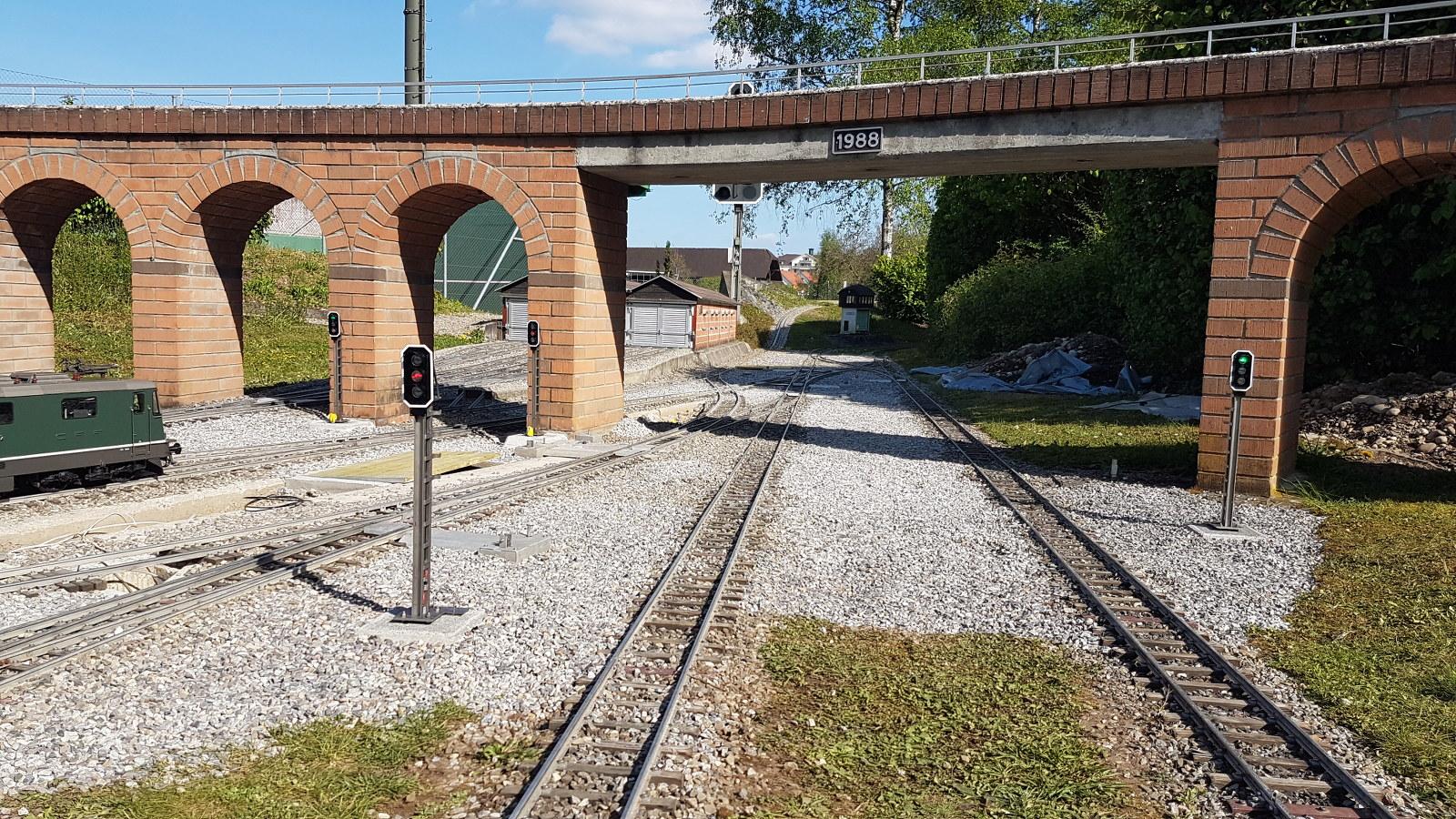 neue Signale nach Vorbild SBB in Bahnhof Grund